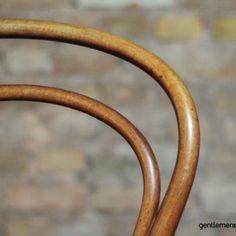 Chaise Bentwood de Jacob & Josef Kohn, circa 1900 Koloman Moser, Chaise Vintage, Decoration, Circa, Gold, Leather, Designers, Wood Construction, Scandinavian