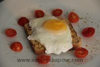 Cheese and Egg Toast : Spicy cheese and egg mixture spread on bread slices, toasted and served topped with poached egg. Cheese Toast, Egg Toast, Vegetarian Recipes, Healthy Recipes, How To Make Cheese, Melted Cheese, Poached Eggs, Everyday Food, Tray Bakes