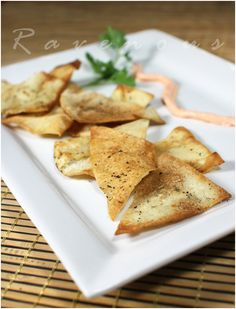 Home made pita / lavash chips are so easy to make and healthy snacks too. They're also much cheaper than store bought chips which can be q. Recipes Appetizers And Snacks, Yummy Snacks, Healthy Snacks, Snack Recipes, Healthy Eating, Cooking Recipes, Yummy Food, Healthy Recipes, Dip Recipes