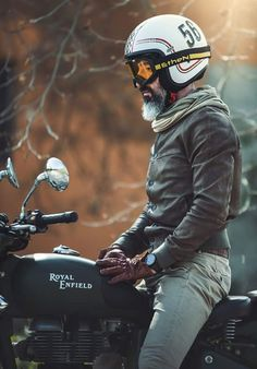 I seriously appreciate those things these folks did to this custom Estilo Cafe Racer, Cafe Racer Style, Cafe Racer Bikes, Cafe Racer Motorcycle, Moto Bike, Motorcycle Helmets, Cafe Racer Helmet, Retro Motorcycle, Motorcycle Style