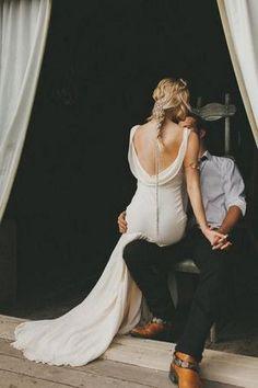 Bride and Groom Wedding Photo Ideas / http://www.himisspuff.com/wedding-photos-with-your-groom/8/ #weddingphotography