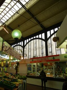A guide to covered markets in Paris