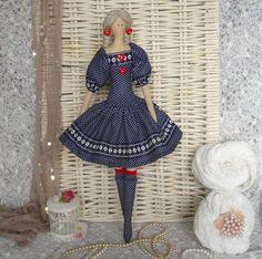 Peggy hecha a mano de la muñeca Tilda por Charmerhandshouse en Etsy