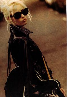 Wendy James fired up my blonde obsession. Then the lake como chick reignited it. Music Pics, Art Music, Madonna, Wendy James, Transvision Vamp, Female Rock Stars, Irish Rock, 90s Girl, Rocker Girl