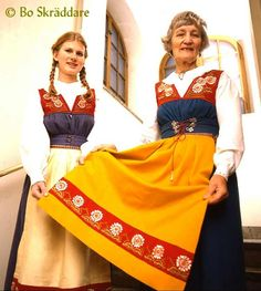 Example of how flower embroidery originally looked like on Sverigedräkten, Swedish folk costume, when it was created in 1902. This apron border pattern was embroidered in Falun 1904 by a pupil of Märta Jörgensen [who created the costume].  ~ Read more in original articles by Bo Skräddare: http://www.sverigedrakten.se/story/SWEA-story.html ...as well as: http://www.sverigedrakten.se/story/story-eng.html