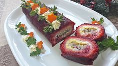 W garach u Gosi: Rolada buraczkowa ze śledziem Sushi, Ethnic Recipes, Food, Eten, Meals, Sushi Rolls, Diet