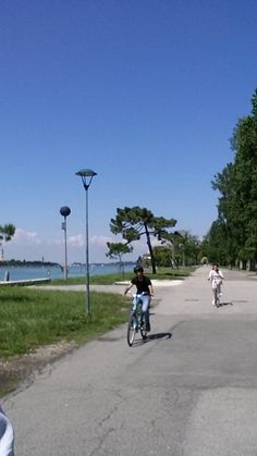 Wonderful cycling day around the lagoon of ‪#‎Venezia‬ with Rebecca and Matthew from ‪#‎London‬. Thank you guys.  @Cyclecities @CyclingVeniceLagoon