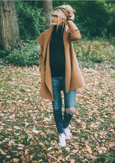 this duster coat looks so cute with comfy sneakers and a black turtleneck for a cozy fall oufit