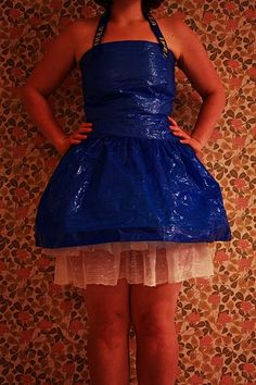 girl's dress out of a 59 cent ikea bag. Miss Ikea for halloween? Dress Out, Diy Dress, Anything But Clothes Party, Theatre Costumes, Girls Dresses, Formal Dresses, Blue Bags, Fashion Over, Womens Fashion