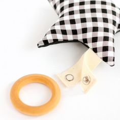 Free pattern + tutorial for this wood ring baby teether and washable star plushie!