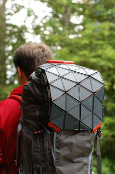 The best of rigid and flexible solar panels combine in SunUp, a product for outdoor adventurers invented by Brunel University design graduate Bradley Brister. Portable Solar Power, Solar Energy System, Solar Energy Panels, Solar Panels, Solar Powered Backpack, Flexible Joint, Energy Harvesting, Sustainable Energy, Energy Technology