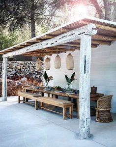 le bois et les couleurs naturelles , salle à manger d'extérieur, suspension en rotin
