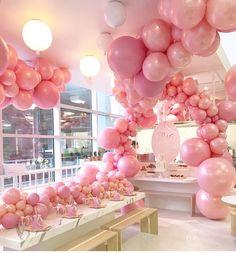 "2,004 curtidas, 7 comentários - @ideiasdebolosefestas (@ideiasdebolosefestas) no Instagram: ""Que linda arte com balões!!! Por @dianekhouryweddingsandevents. #ideiasdebolosefestas #baloes…"""