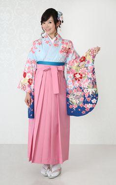 卒業袴 Yukata Kimono, Kimono Fabric, Kimono Dress, Japanese Costume, Japanese Kimono, Geisha, Japanese Outfits, Japanese Clothing, Oriental Fashion