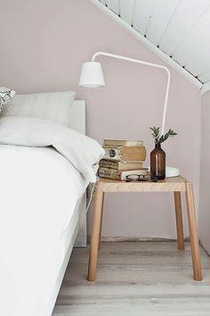 Pasteltinten kunnen zowel in je woonkamer als in de slaapkamer. Met de Flexa Kleurtesters kun je jouw exacte muurkleur testen. Deze roze muurkleur staat prachtig met Authentic Grey of Early Dew.