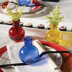 These transparent mini bud vases are great as wedding reception decor or as wedding favors for your event. Available in 18 modern colors to match your party. Wedding Favours Luxury, Winter Wedding Favors, Gifts For Wedding Party, Wedding Reception Decorations, Red Wedding, Spring Wedding, Wedding Decor, Wedding Ideas, Industrial Wedding
