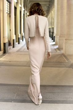 Upon viewing theChristian Dior Pre-Fall 2012 collection, I immediately fell in love. With the chic color palette and sophisticated details this collection is utterperfection. Nowif only I couldjust take the nextflight to Paris and wear it around streets!