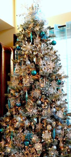 christmas tree ideas turquoise Plum Creek Place: Winterland Snowflakes and Ice Birthday Tablescape Teal Christmas Tree, Blue Christmas Tree Decorations, Beautiful Christmas Trees, Magical Christmas, Christmas Home, Christmas Mantles, White Christmas, Christmas Villages, Vintage Christmas