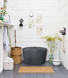Kekkilä Kompostoiva kuivikekäymälä 100 l Outhouse Bathroom, Outdoor Toilet, Barrel Ceiling, Swedish Cottage, Pot Rack Hanging, Summer Cabins, Minimalist Garden, Composting Toilet, Modern Garden Design