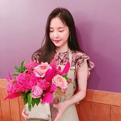 South Korean Girls, Korean Girl Groups, Apink Naeun, Son Na Eun, Cube Entertainment, Korean Artist, Bridesmaid Dresses, Wedding Dresses, Yoona