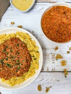 Learn how to make the best vegan Bolognese sauce ever! Made using lentils, cauliflower, walnuts, and NO soy! This easy recipe is one that both vegans and omnivores adore, and is approved by kids and adults alike. Loaded with nutrients for a healthy, family friendly, fuss free dinner. Just add your favourite pasta and enjoy. Vegan Bolognese, Bolognese Sauce, Thing 1, Tomato Vegetable, Meatless Monday, Vegans, Lentils, Cauliflower, Food Processor Recipes