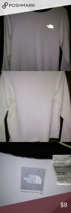 The North Face size medium ladies long sleeve The North Face ladies long sleeve,size medium,no tags,like new,no pet,or smoke odors The North Face Tops Tees - Long Sleeve