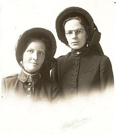 Salvation Army ladies. New Zealand. Photo by Cox, Waimate.  Arthur J. Cox, business in Waimate established in 1898 Waimate. Studio 1898-1903, 1911/12, 1915, 1925, 1932.