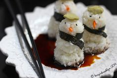 Snowman Sushi Recipe Main Dishes, Appetizers, Lunch with sushi rice, nori, small carrots, wasabi powder, black sesame seeds, soy sauce, tuna,…