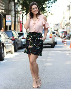 New Wardrobe, Office Outfits, Fashion Models, Mini Skirts, Glamour, Crop Tops, My Style, Lady, Blouse
