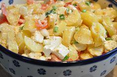 Kartoffelsalat med feta, tomat og forårsløg