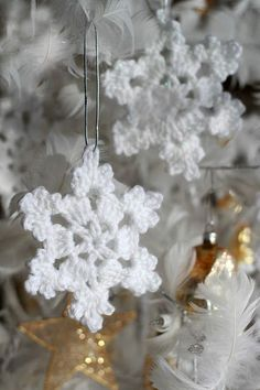 My daughter, Erin makes pretty snowflakes each evening as she sits on the sofa watching tv. I couldn& wait to finish my knitting DIY Crochet Ornaments for the Coziest Christmas Tree EverPretty crochet snowflake is intricate and yet easy to m Crochet Diy, Diy Crochet Ornaments, Crochet Christmas Decorations, Snowflake Decorations, Crochet Gifts, Diy Ornaments, Crochet Snowflake Pattern, Christmas Crochet Patterns, Holiday Crochet