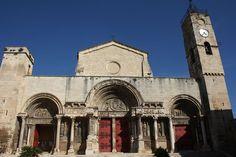 Église abbatiale de Saint-Gilles du Gard — Wikipédia Romanesque Art, Art Roman, Sites Touristiques, Chapelle, Kirchen, Places To Go, France, Saints, Around The Worlds