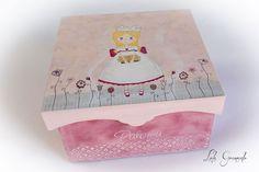 #Caja de #madera #princesa con flores, pintado a mano. Para #Comunión. www.lolagranado.com
