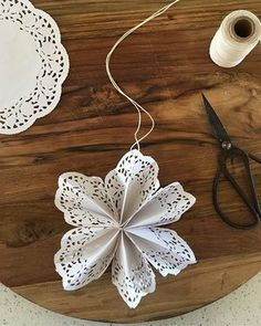 Paper Doily Crafts, Doilies Crafts, Paper Doilies, Crafts To Do, Diy Crafts For Kids, Holiday Crafts, Christmas Crafts, Retro Christmas Decorations, Turtle Crafts