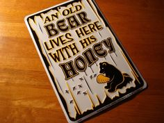 AN OLD BEAR LIVES HERE WITH HIS HONEY Rustic Log Cabin Lodge Home Decor Sign NEW #Signs4Fun #Lodge