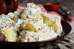 Het seizoen voor tuinfeesten is weer begonnen. Dat betekent: barbecue, hapjes en slaatjes. Aardappelsalade is daarom altijd een goed idee op je tuinfeest.