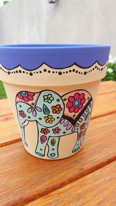 Flower Pot Art, Flower Pot Design, Flower Pot Crafts, Clay Pot Crafts, Painted Plant Pots, Painted Flower Pots, Pots D'argile, Decorated Flower Pots, Terracotta Flower Pots