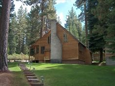 Cedar Cabin next to other acre of woods, 2BR 2 BA sleeps 12