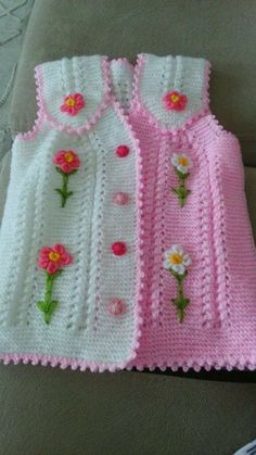 This Pin was discovered by HUZ Baby Knitting Patterns, Crochet Baby Dress Free Pattern, Knit Vest Pattern, Baby Girl Crochet, Knitting Designs, Crochet Designs, Hand Knitting, Pull Bebe, Crochet Dresses