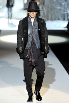 See the complete Dsquared2 Fall 2011 Menswear collection.