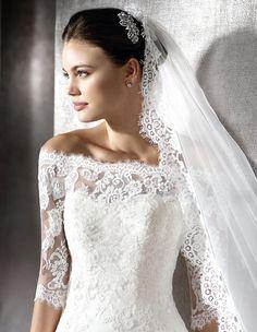 ZUZELA - Brautkleid aus Spitze mit herzförmigem Dekolleté   St. Patrick