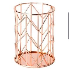 U Brands Pencil Cup, Wire Metal, Copper/Rose Gold - Modern Décoration Rose Gold, Rose Gold Decor, Rose Gold Marble, Copper Rose, Room Decor Bedroom Rose Gold, Rose Gold Rooms, Bedroom Ideas, Rose Gold Accessories, Office Accessories