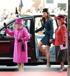 Kate Middleton and Queen Elizabeth II Photo - The Queen's Diamond Jubilee Tour Begins