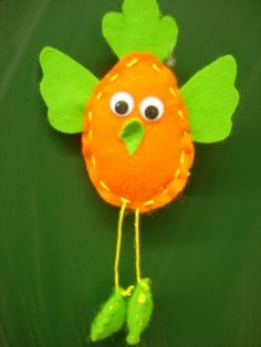 dancing chick Spring Arts And Crafts, Diy And Crafts, Crafts For Kids, Learn To Sew, Art Activities, Easter Crafts, Maya, Christmas Ornaments, Holiday Decor