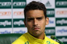 Jean sofre fissura no pé direito e vira mais um desfalque no Palmeiras #globoesporte