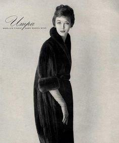 Lucinda Hollingsworth in Umpa mink ad, photo by Virginia Thoren 1958