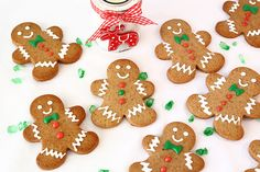 Muñecos de jengibre decorados Gingerbread Cookies, Christmas Cookies, Food Humor, Funny Food, Cookie Decorating, Cooking, Desserts, Ely, Recipes