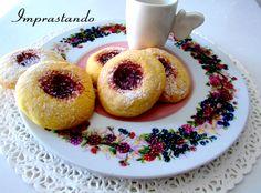 e sono buonissimi.Oggi mi sono concentrata sui dolci, ho voluto preparare dei biscotti con la marmellata, principalmente perchè mi piacciono molto e poi perchè si conservano