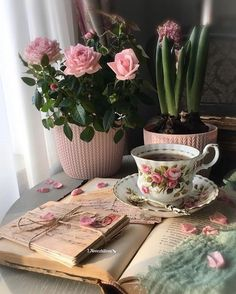 Coffee Milk, Coffee And Books, Coffee Latte, I Love Coffee, Good Morning Coffee, Coffee Break, Café Chocolate, Rain Wallpapers, Book Flowers
