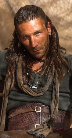 Capt Charles Vane = Zach McGowan Holy yummy Batman